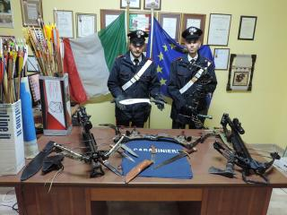 L'arsenale sequestrato dai Carabinieri