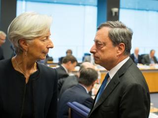 Christine Lagarde e Mario Draghi (foto Bloomberg.com)