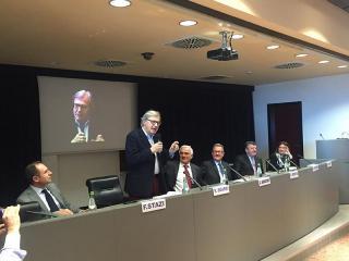Vittorio Sgarbi durante la presentazione della mostra