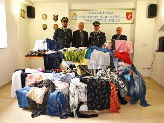 La consegna degli indumenti alla Caritas Diocesana