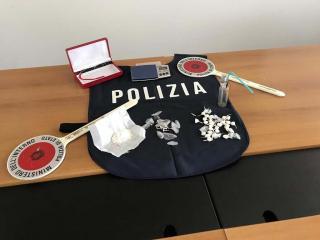 Il materiale sequestrato dalla Polizia