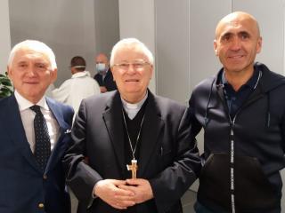 Da sinistra Ettore Pedini, Mons. Bassetti e Gianluca Baroni