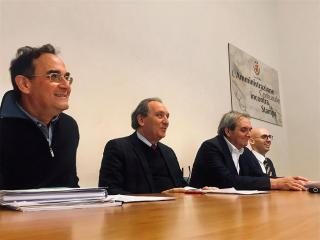 Al centro il sindaco di Foligno Nando Mismetti e il presidente di Coop Centro Italia Antonio Bomarsi