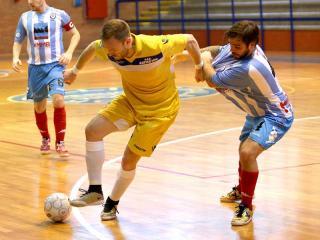 Angelo Caldarelli in azione contro il Faventia
