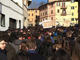 """Manifestazione in centro degli studenti del Liceo """"Galilei"""""""