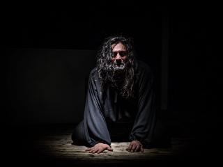 Paolo Perelli in una scena dello spettacolo