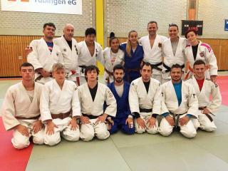 Il gruppo Sakura con il campione olimpico 2008 Bishof