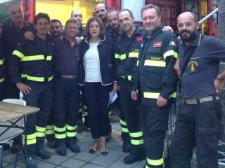Catiuscia Marini con Vigili del fuoco