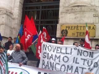 Manifestazione operai e sindacati Novelli
