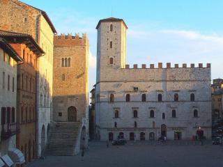 Todi, Centro storico
