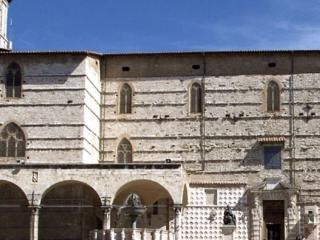 Statua Papà, Duomo PG