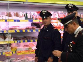 Carabinieri in supermercato, archivio