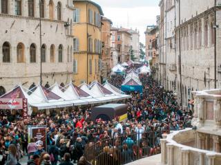 Corso Vannucci affollatissimo durante la manifestazione più attesa dell'anno
