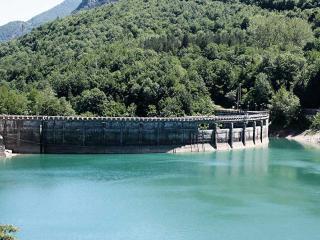 La diga sul lago di Campotosto