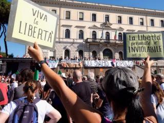 No Mask alla manifestazione di Roma (foto Il Fatto Quotidiano)