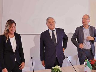 Il sottosegretario Boschi, il presidente Tajani e il commissario europeo Tibor Navracsics