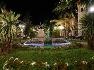 La fontana di piazza Italia (foto Belfiore)