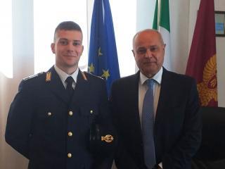 Il Questore Antonio Sbordone con l'agente Benincasa