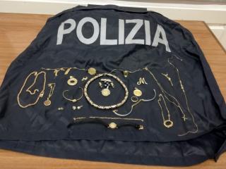 I monili recuperati dalla Polizia