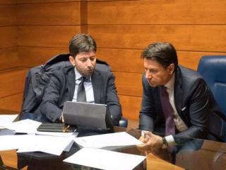 Il ministro Roberto Speranza con il premier Giuseppe Conte