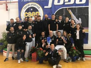 Il gruppo del Sakura Judo Perugia