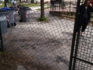 """La rete danneggiata al parco """"Soli - Marchionni"""""""