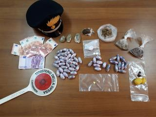Gli stupefacenti sequestrati dai Carabinieri
