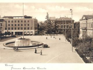Piazza Tacito in una foto del 1939