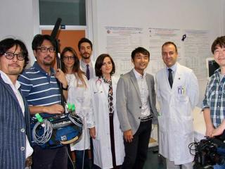 Il Dr Giacomo Pucci con il suo staff e la troupe giapponese
