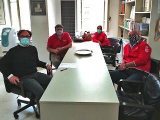 Il sindaco Carizia con la delegazione della CRI