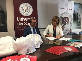 Il Sindaco di Broni Antonio Riviezzi e la Presidente dell'Università dei Sapori Anna Rita Fioroni